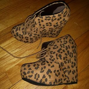 Shi by Journeys Leopard booties 7